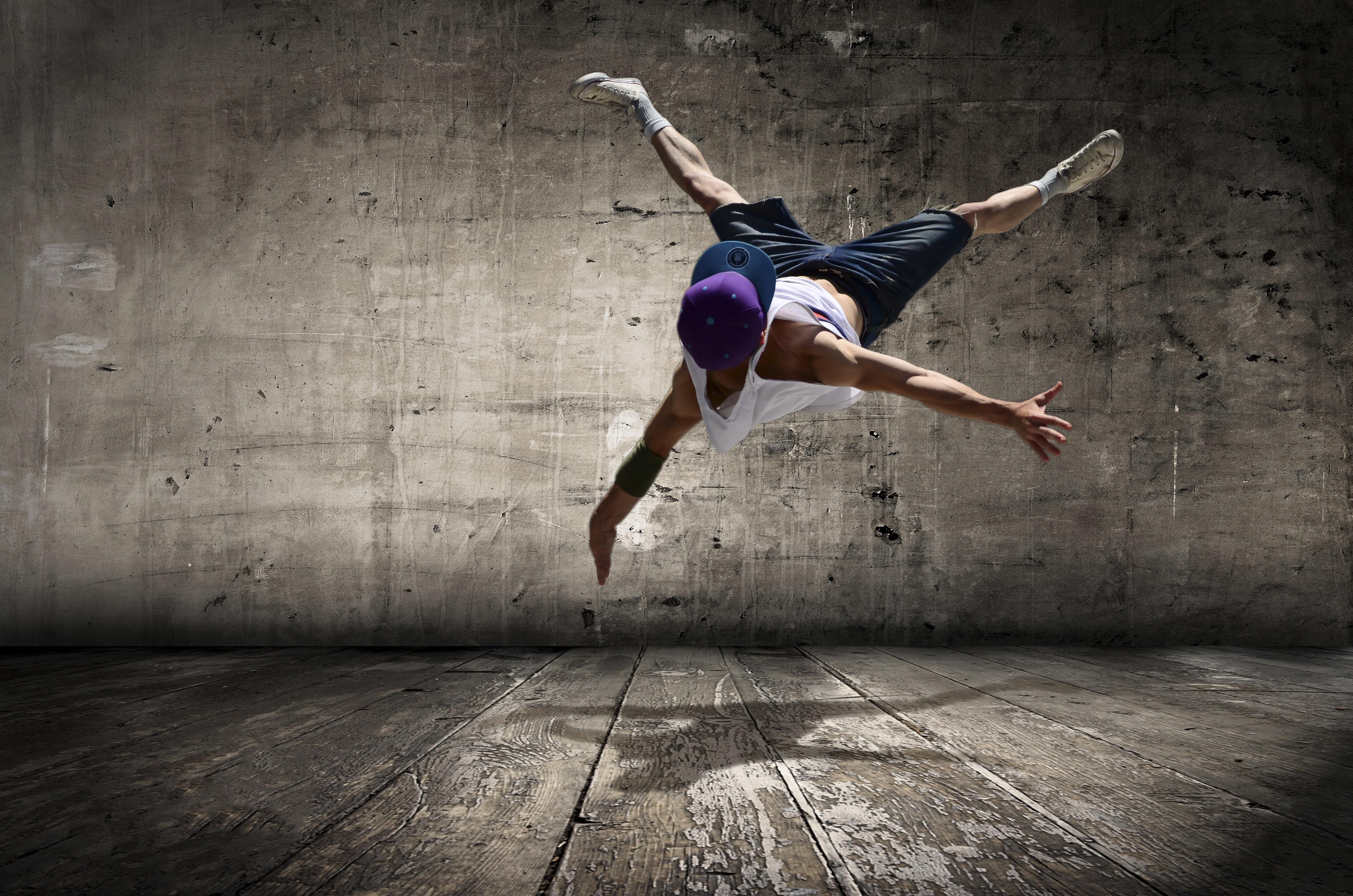En gutt som danser.